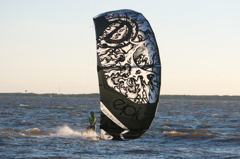 Kiteboarding at Jockey\'s Ridge with Cameron adn Epic Kites