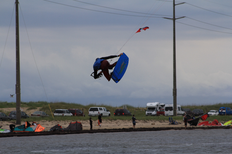 img_8Triple S at Kite Point, Avon, NC with Kite Club Hatteras. Handle Pass KIteboarding Tricks247