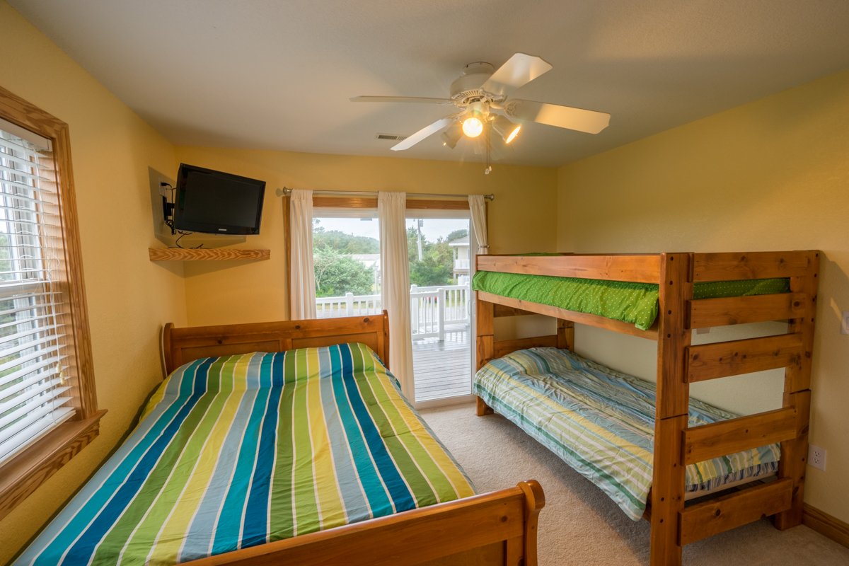 Kite Club Hatteras Guest House – bunk room